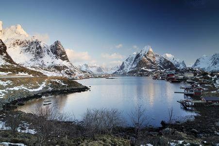 罗弗敦群岛(lofoten)是挪威北部的一片群岛,vestfjorden峡湾把它和