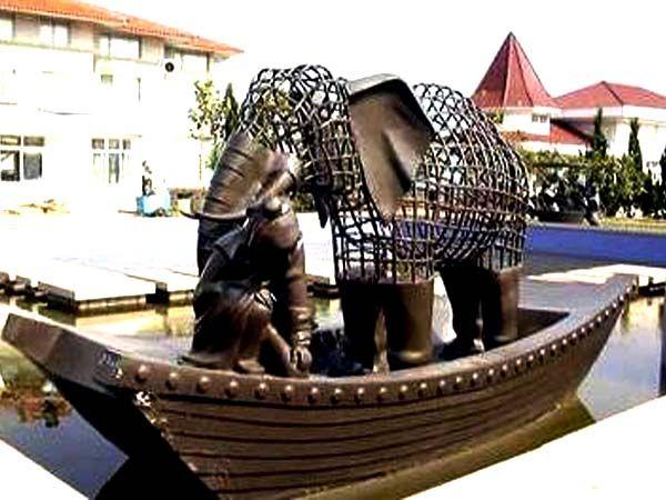 东海路雕塑1
