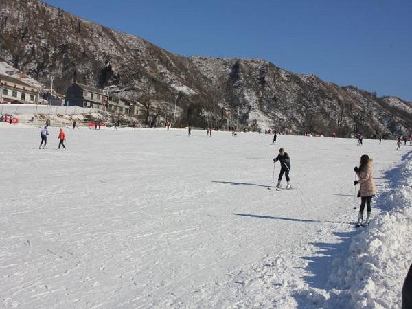 汤峪竹林畔滑雪场