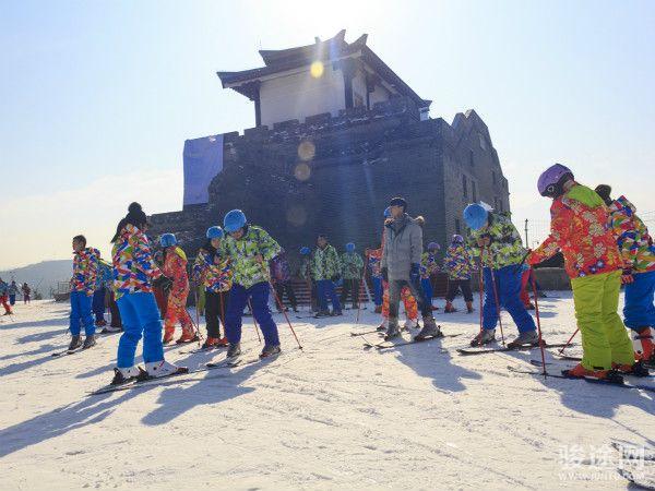 白鹿原影视城滑雪场