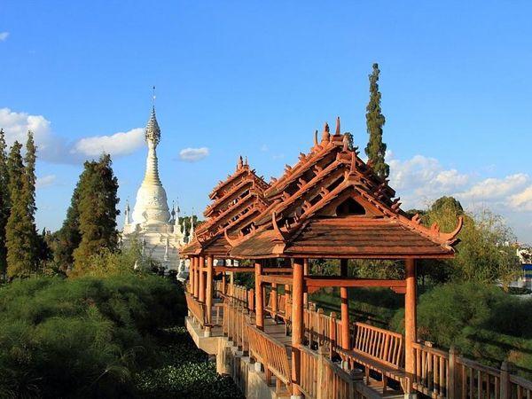 版納傣族原始村寨-1
